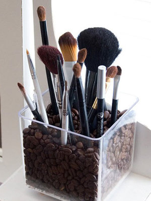 Which makeup tool is best for foundation application: Foundation brush, fingers or makeup sponge?