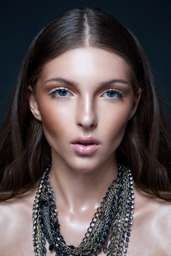 how to create cheekbones with makeup