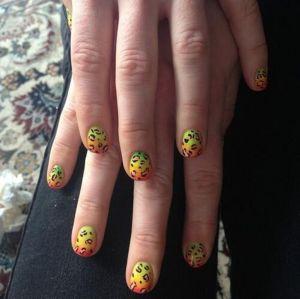 met-gala-nails-anne-hathaway-w724