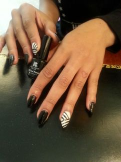 met-gala-nails-chanel-iman-w724