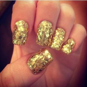 miley-cyrus-met-nails