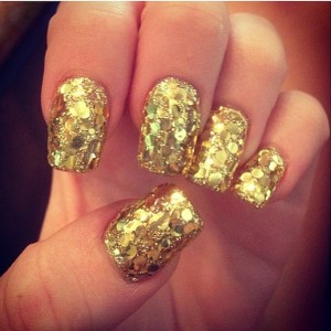 miley-cyrus-met-nails