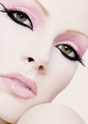 pale-pink-black-rimmed-eyes