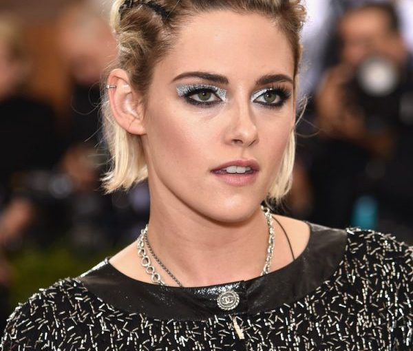 I Barely Recognized Kristen Stewart At The 2016 Met Gala: 'Manus x Machina'Event